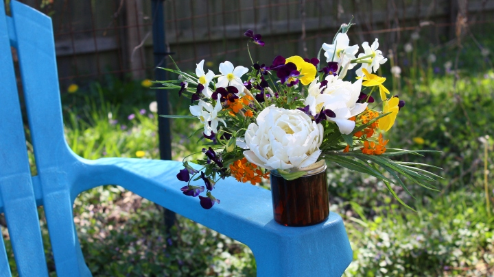 Pansies in the Garden for Super Cute Jar Posies – Cut Flower Arrangement